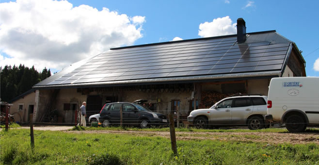 PV TILE ROOF ON GENEVA FARM IN SWITZERLAND